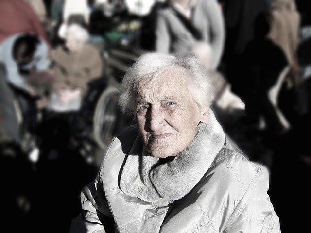 téléassistance pour une personne âgée